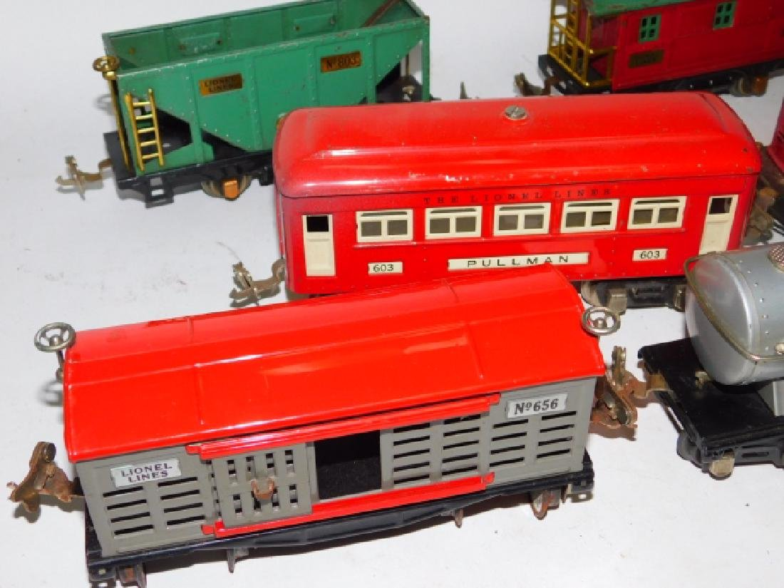 LOT OF LIONEL TRAIN CARS - 5