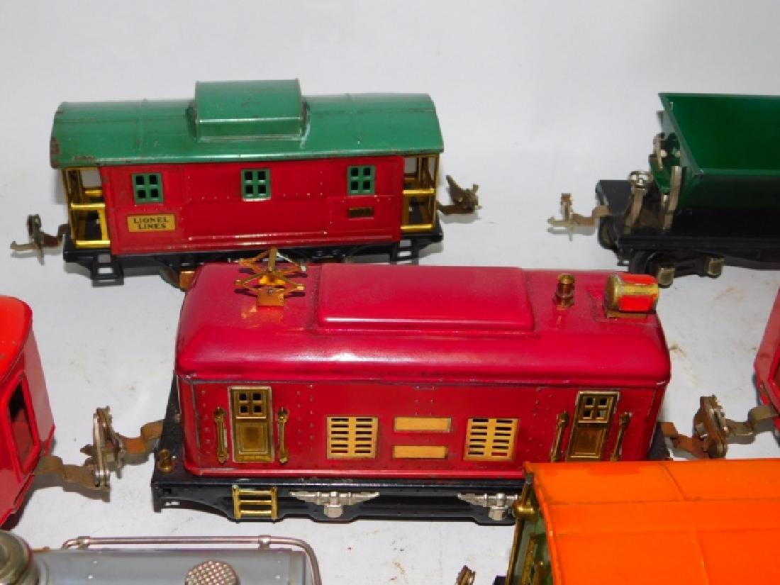 LOT OF LIONEL TRAIN CARS - 7