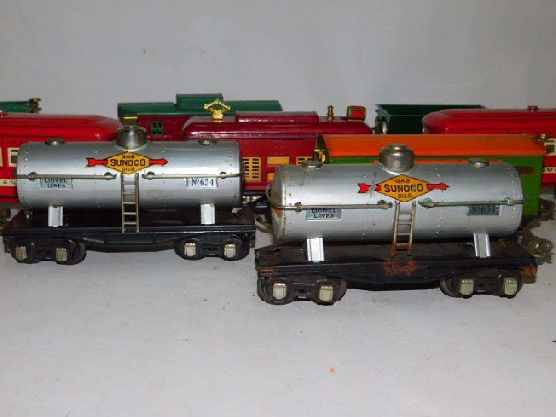 LOT OF LIONEL TRAIN CARS - 9
