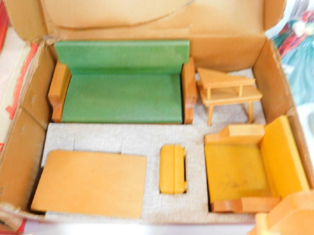LARGE COLLECTION OF WOODEN DOLL HOUSE FURNITURE - 5