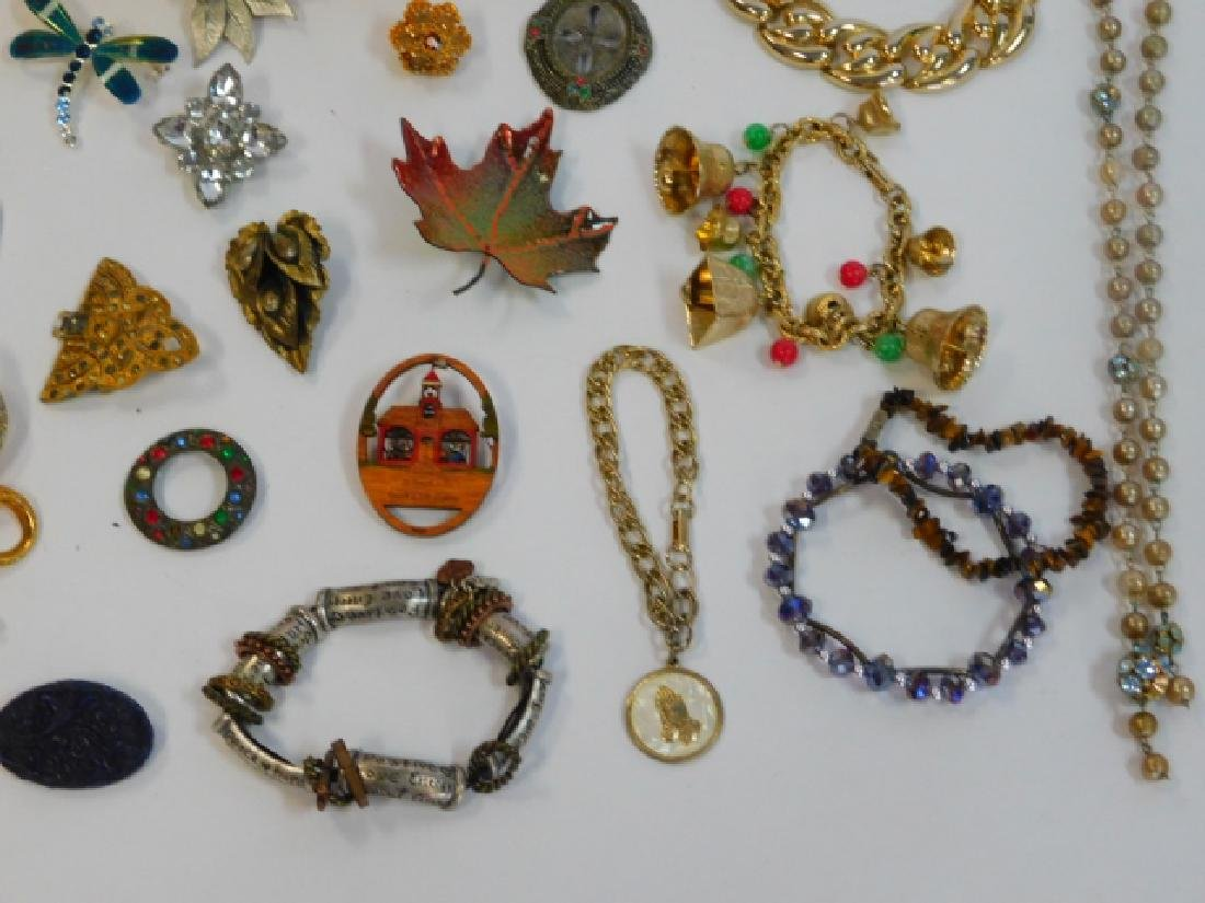 COSTUME JEWELRY WITH WOODEN BOX - 6