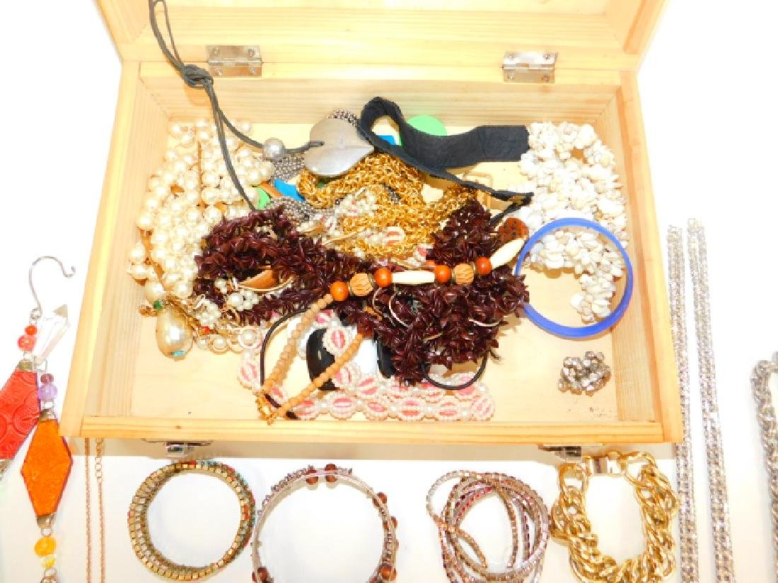 COSTUME JEWELRY WITH WOODEN BOX. - 6