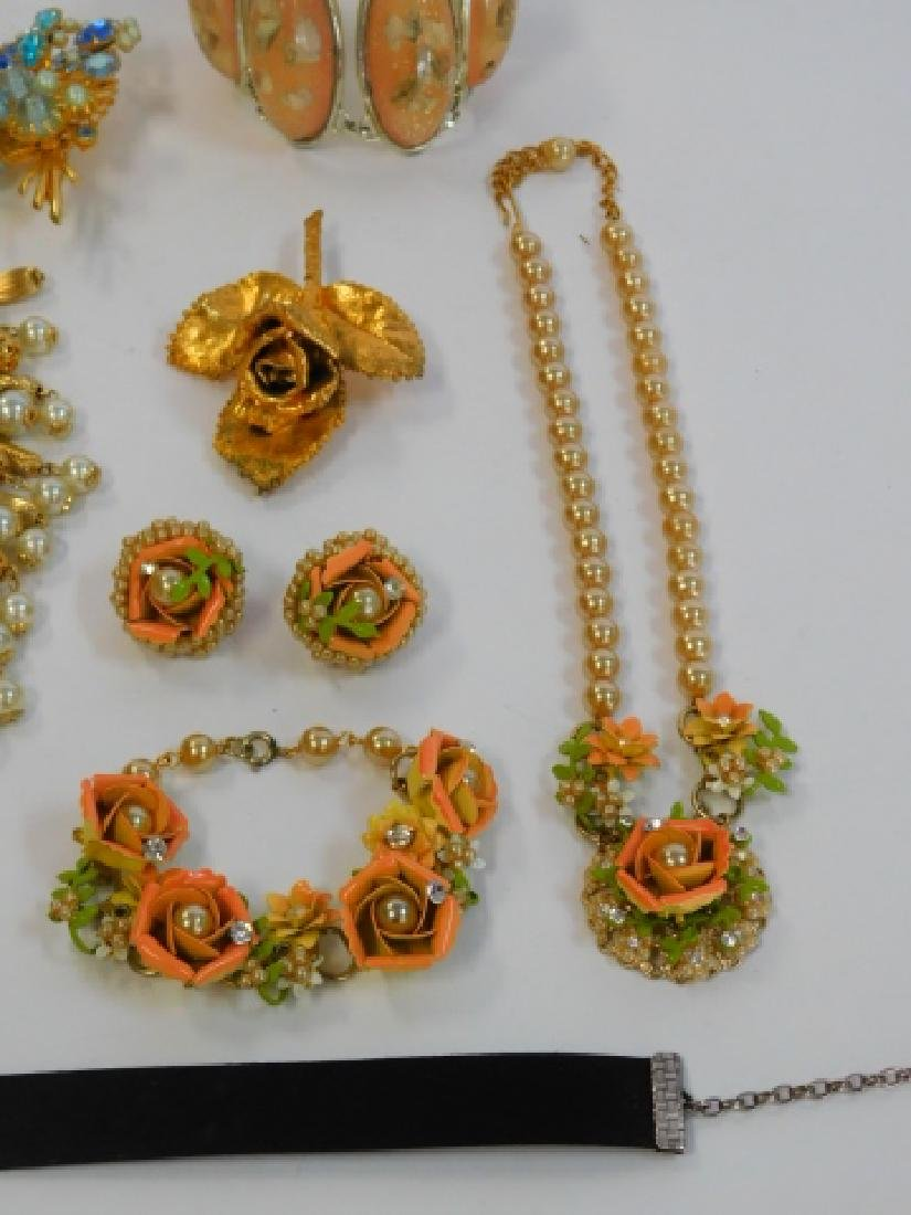COLLECTION OF VINTAGE JEWELRY - 4