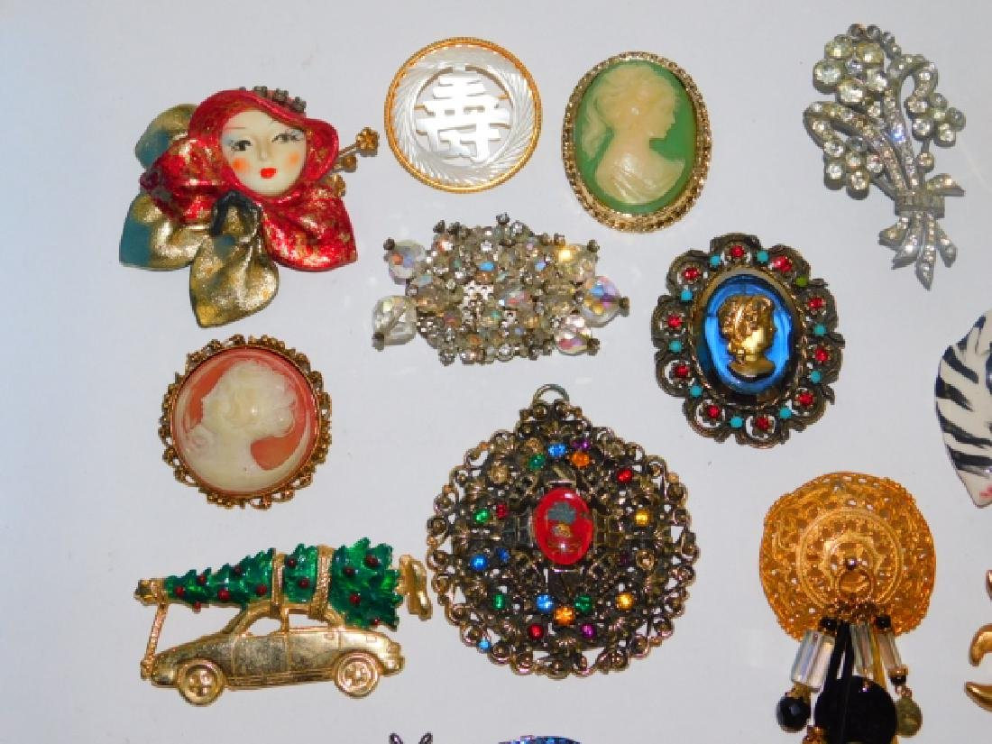 COLLECTION OF VINTAGE PINS - 2