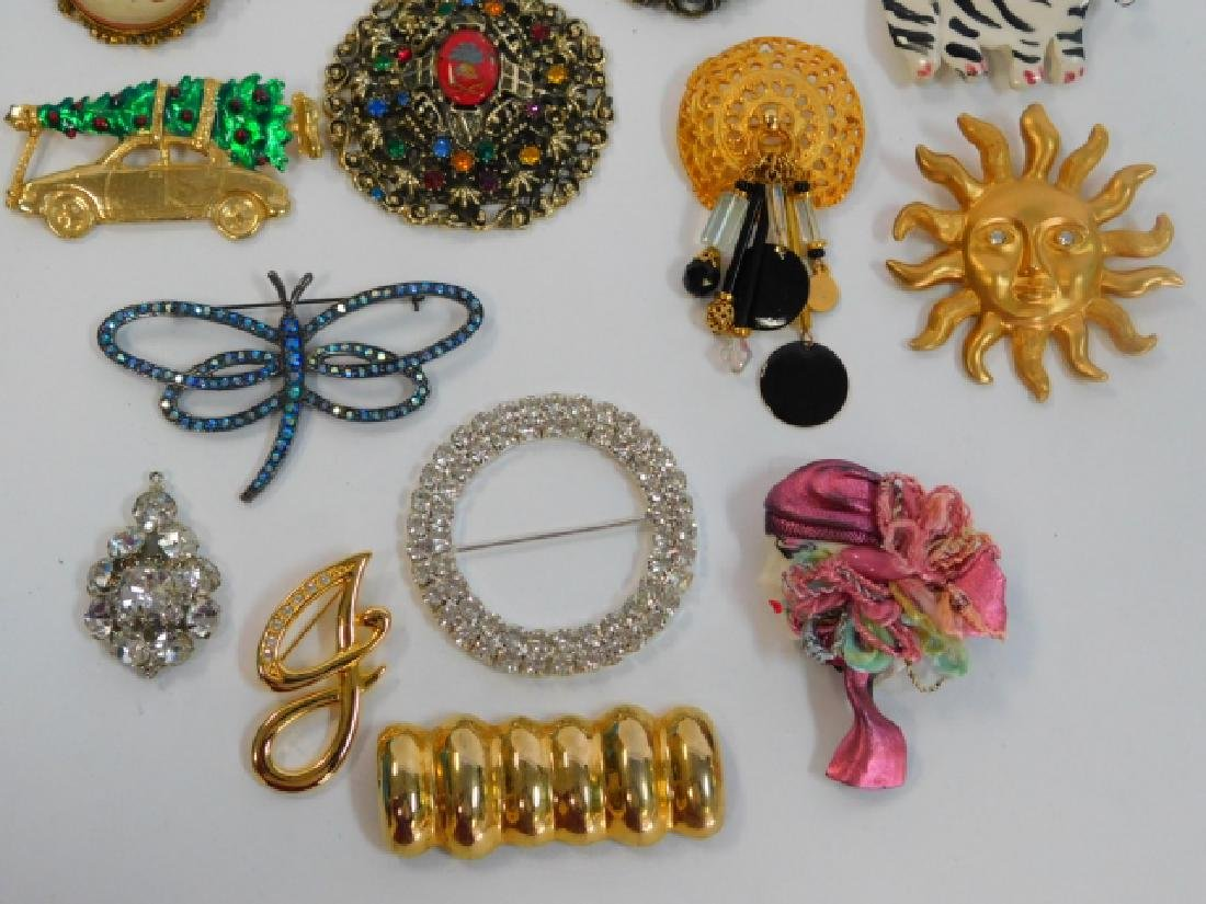 COLLECTION OF VINTAGE PINS - 3