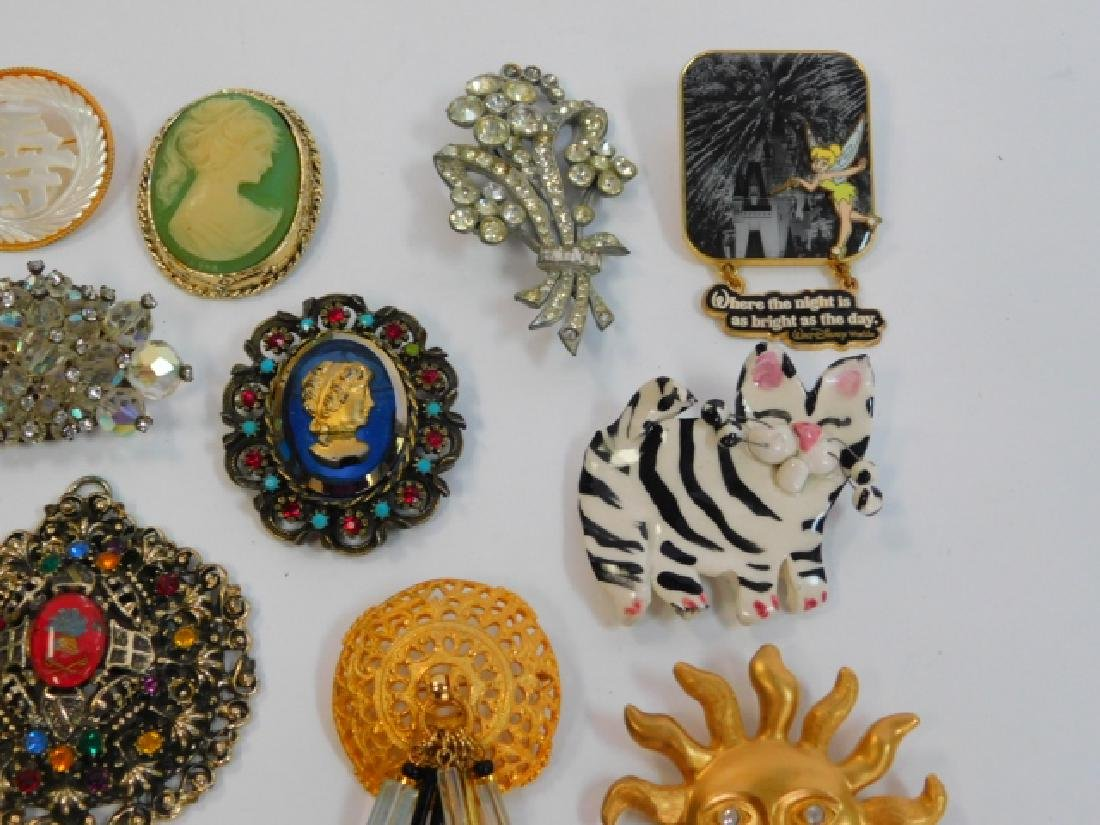 COLLECTION OF VINTAGE PINS - 4