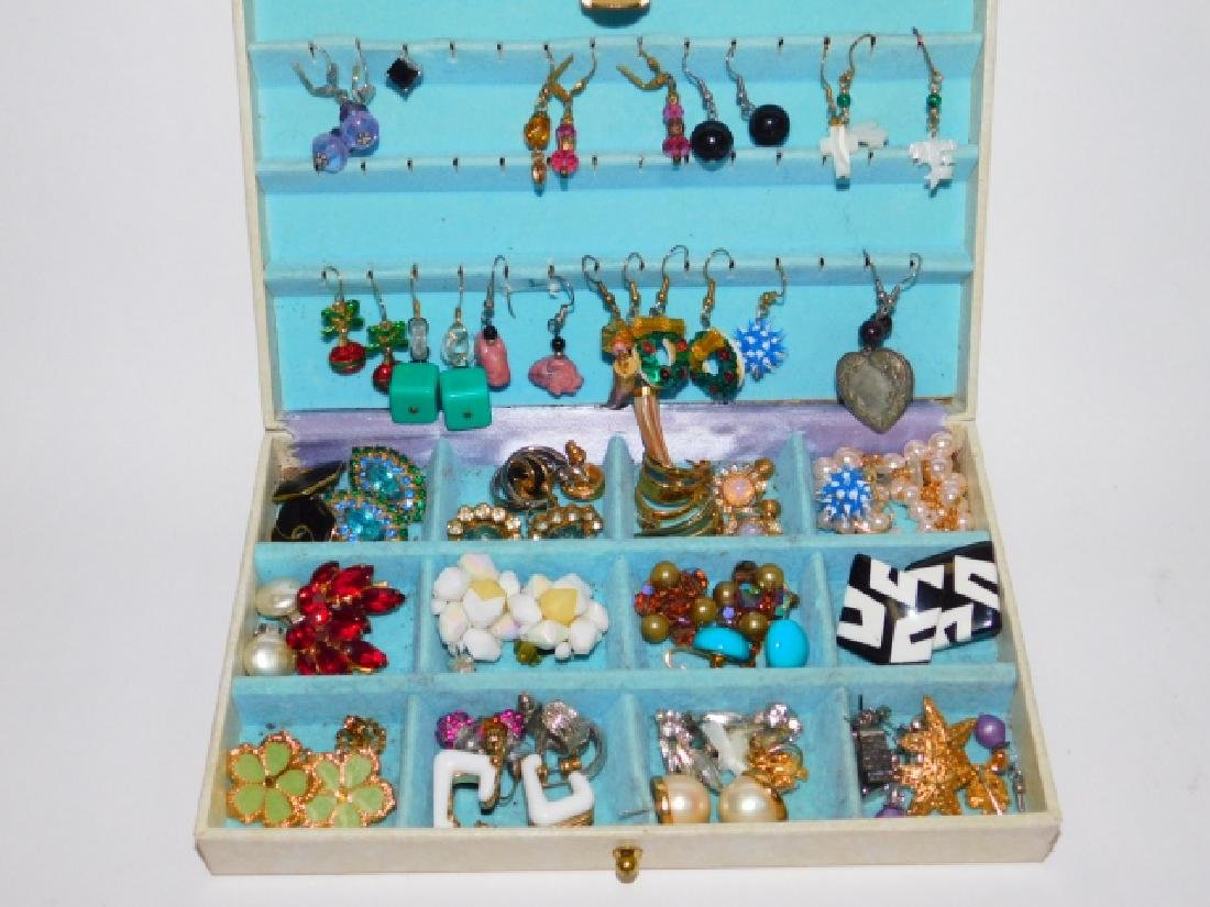 COLLECTION OF EARRINGS WITH BOX
