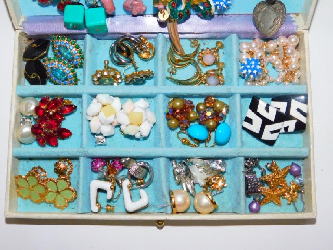 COLLECTION OF EARRINGS WITH BOX - 2