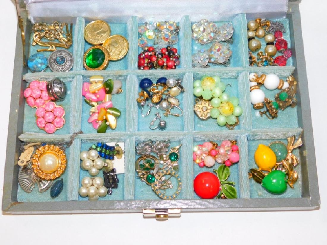 COSTUME EARRINGS WITH BOX
