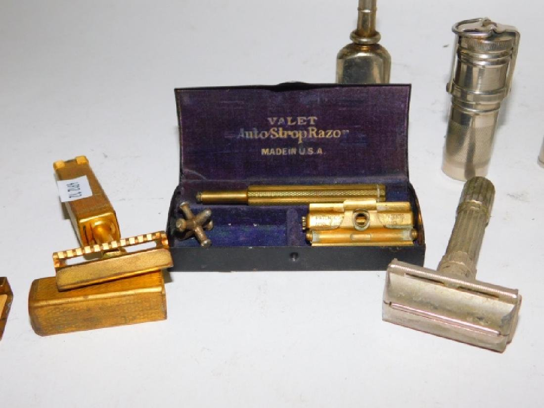 COLLECTION OF GROOMING TOOLS AND COMPACTS - 3