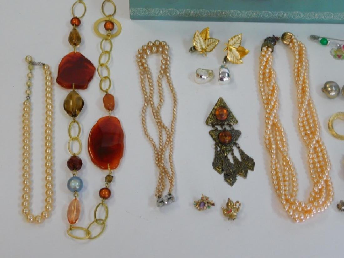 COSTUME JEWELRY WITH BOX - 2