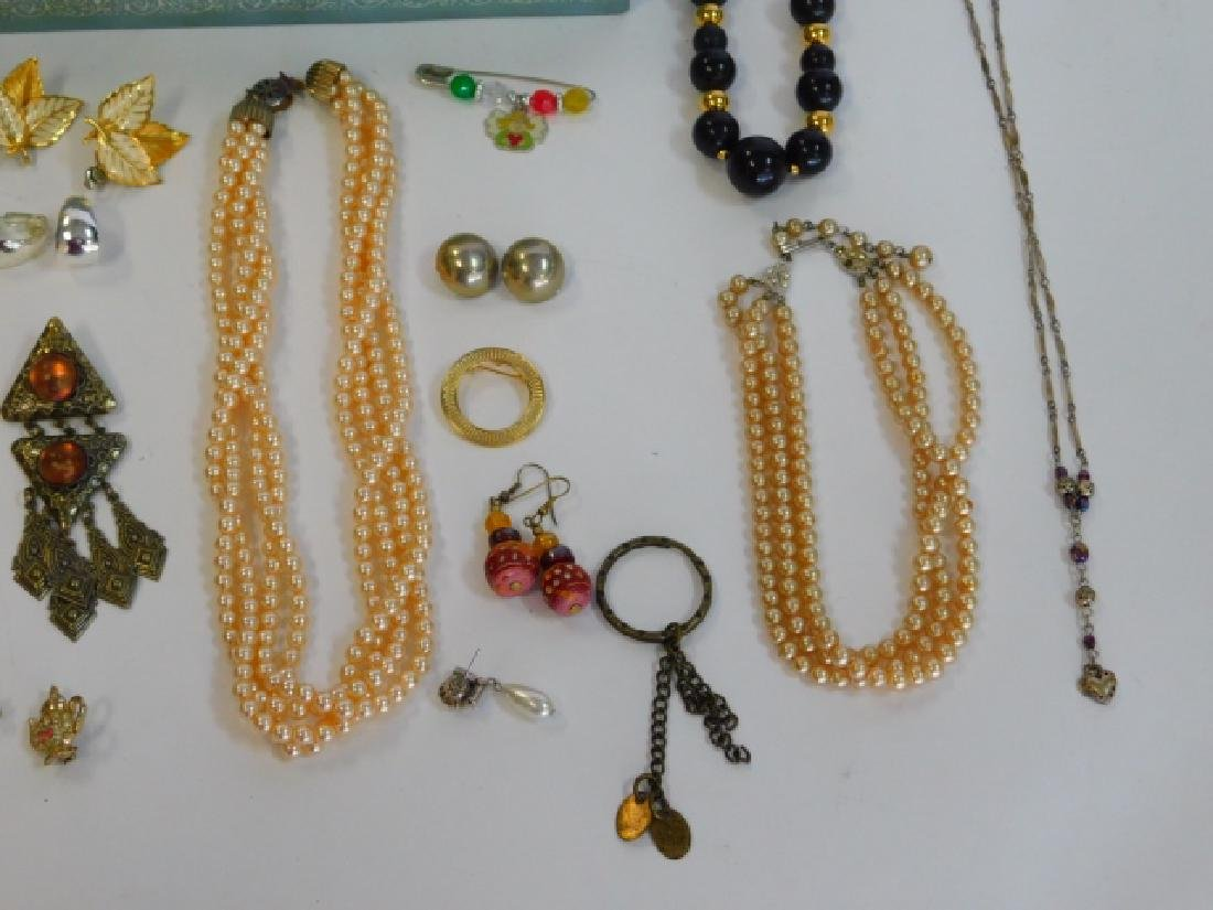 COSTUME JEWELRY WITH BOX - 3