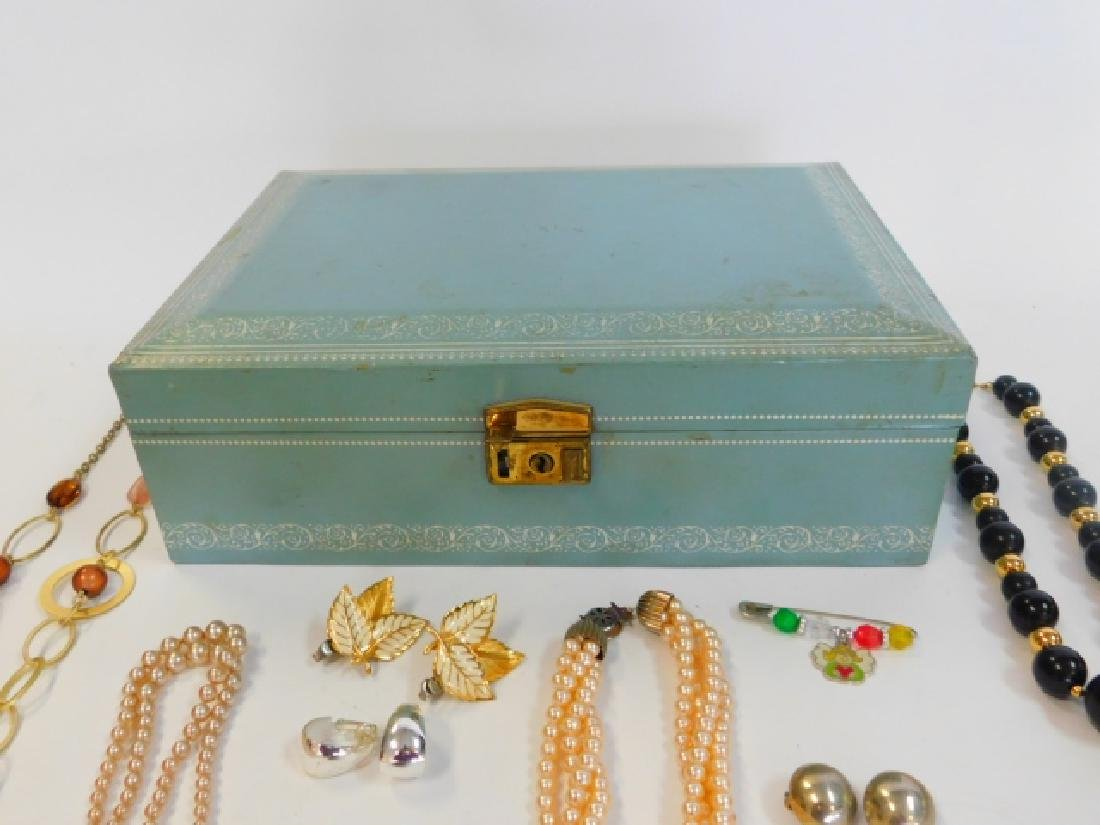 COSTUME JEWELRY WITH BOX - 5