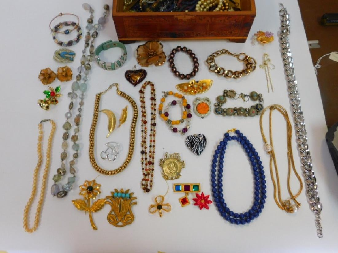 COSTUME JEWELRY WITH WOODEN BOX - 2