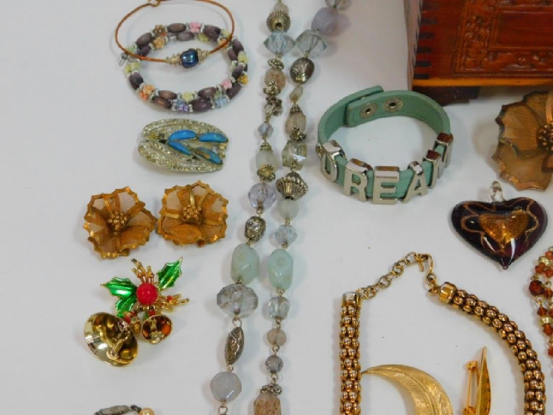 COSTUME JEWELRY WITH WOODEN BOX - 3