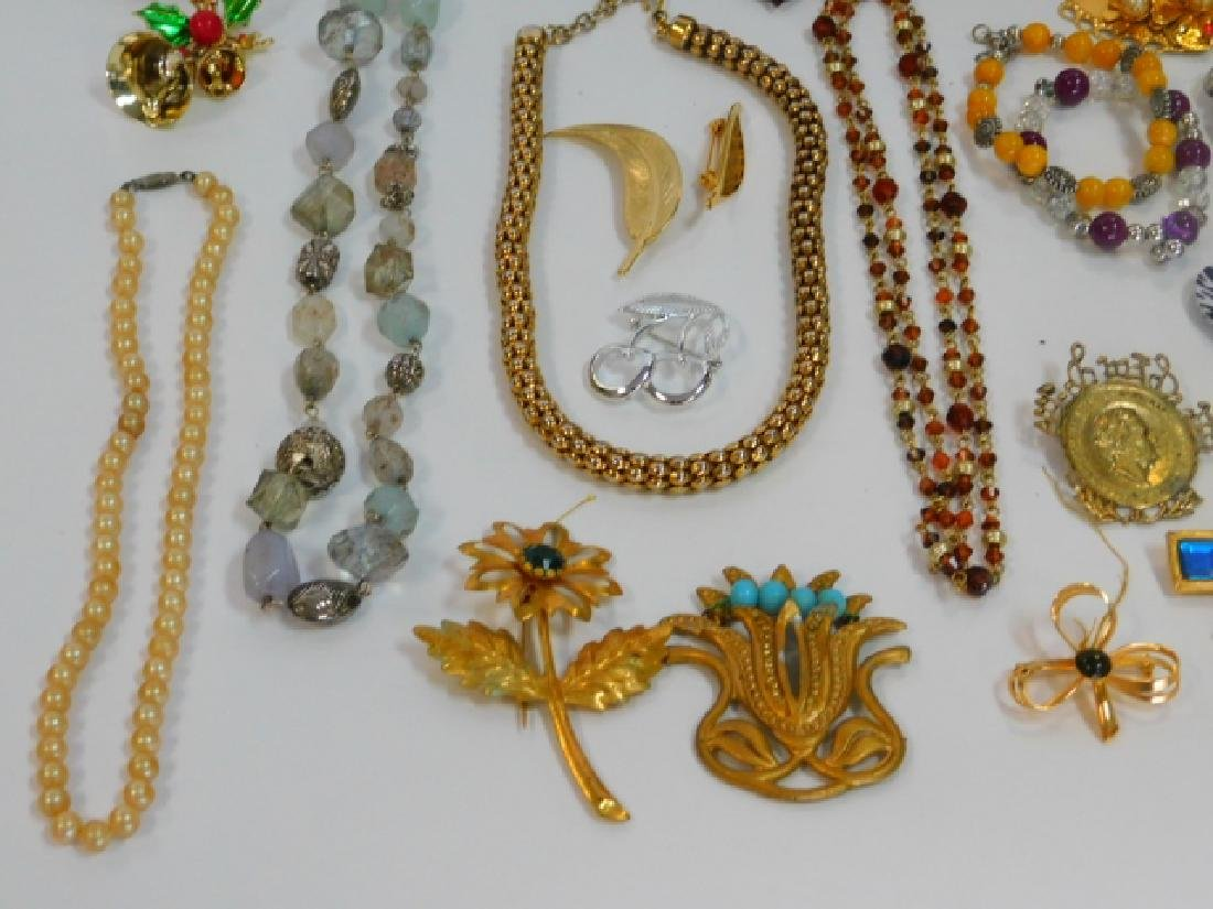 COSTUME JEWELRY WITH WOODEN BOX - 4