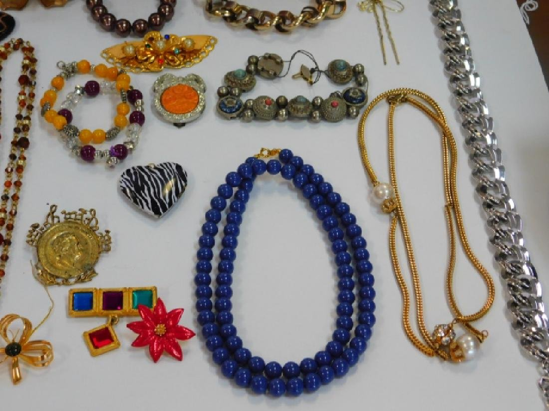 COSTUME JEWELRY WITH WOODEN BOX - 5