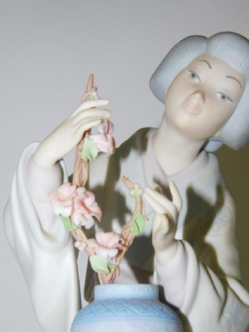 LLADRO, JAPANESE WOMAN WITH FLOWERS - 3