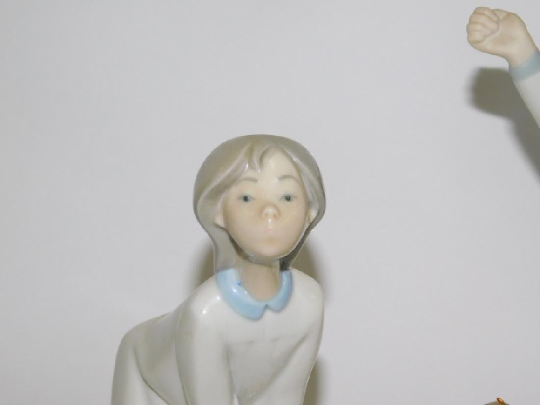TWO LLADRO FIGURES AND ORNAMENTS - 5