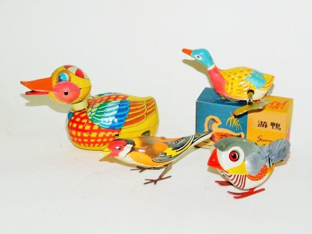 FOUR JAPANESE TIN LITHO WIND UP BIRDS