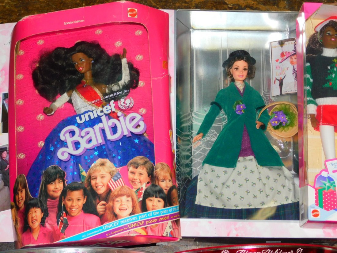 SEVEN BARBIE DOLLS. - 2