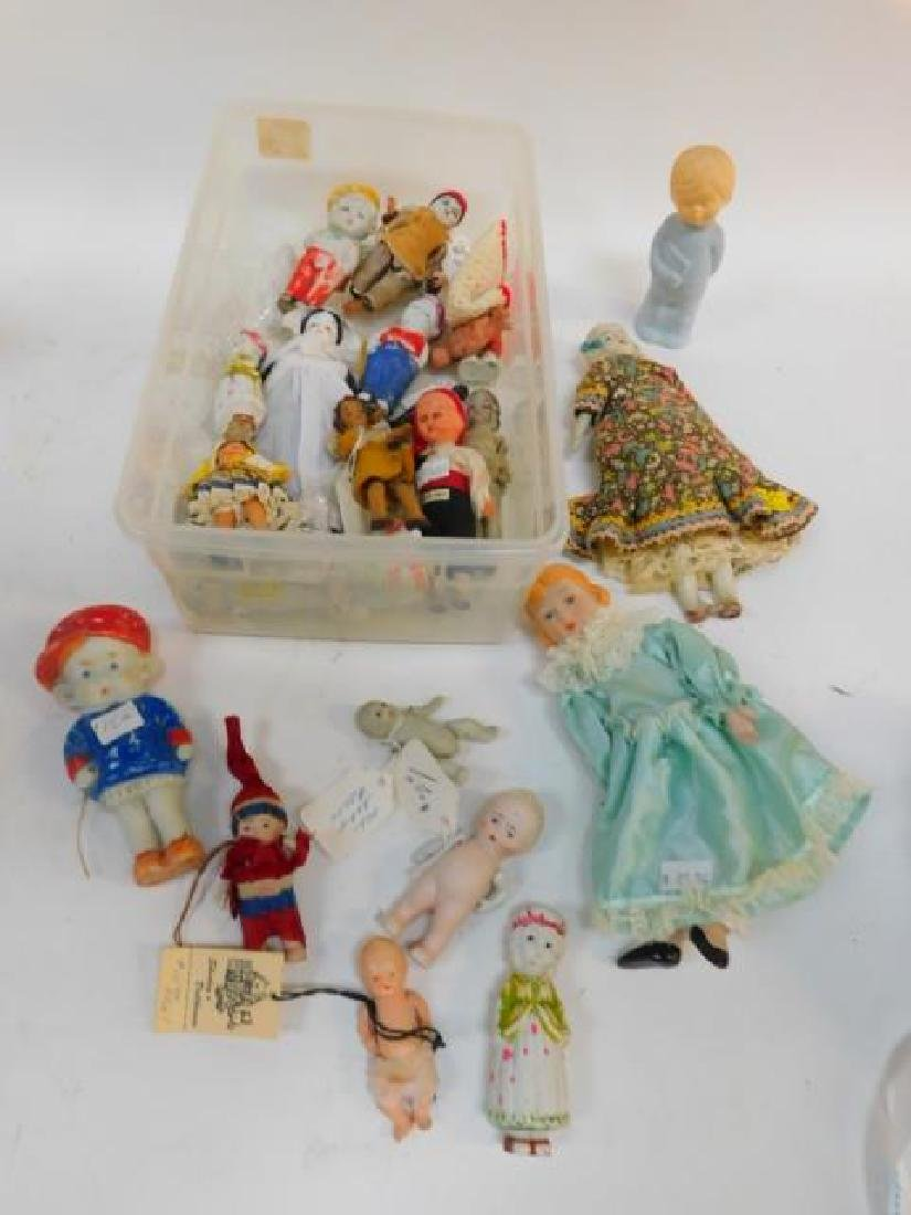 COLLECTION OF PORCELAIN DOLLS AND FIGURES