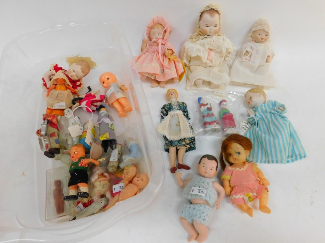 COLLECTION OF PORCELAIN AND PLASTIC DOLLS