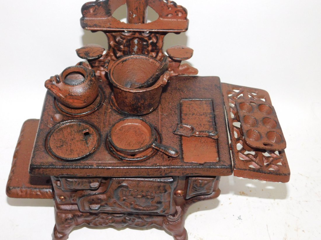 CAST IRON DOLL STOVE - 3