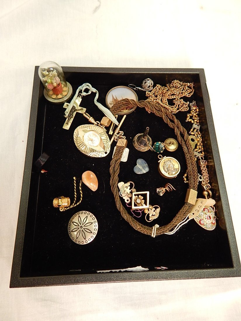 Tray of necklaces & charms