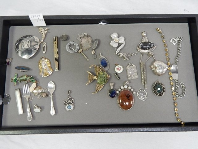 COLLECTION OF PINS BROOCHES