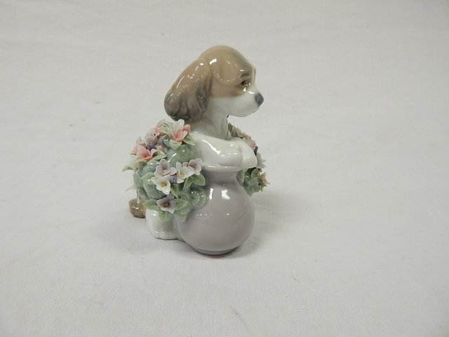 LLADRO PUPPY WITH FLOWERS