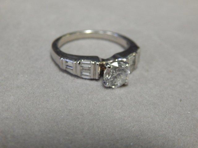 18 K WHITE GOLD DIAMOND RING