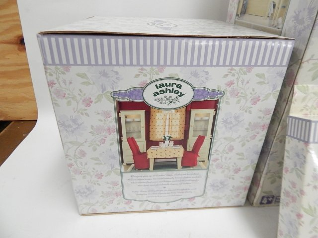 LAURA ASHLEY DOLL HOUSE - 3