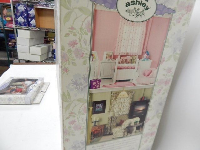 LAURA ASHLEY DOLL HOUSE - 6