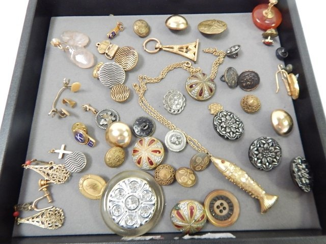 LOT OF ESTATE JEWELRY AND BUTTONS
