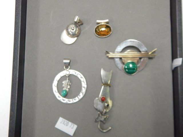 5 STERLING SILVER PENDANTS AND PINS