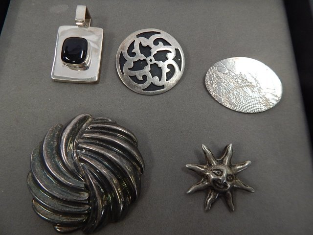 5 STERLING PINS AND PENDANTS