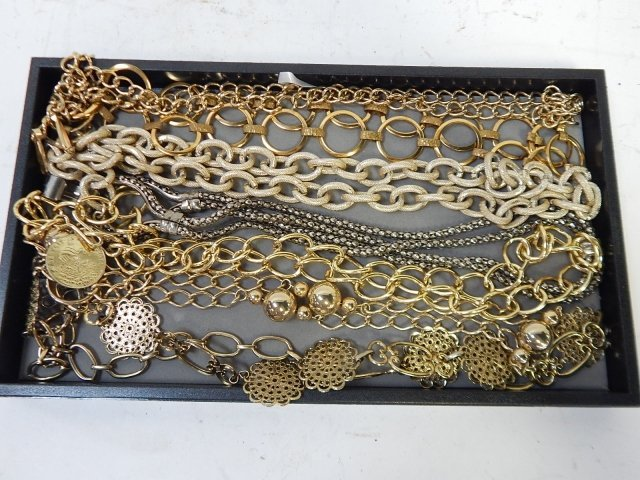 LOT OF VINTAGE BELTS AND LARGE CHAINS