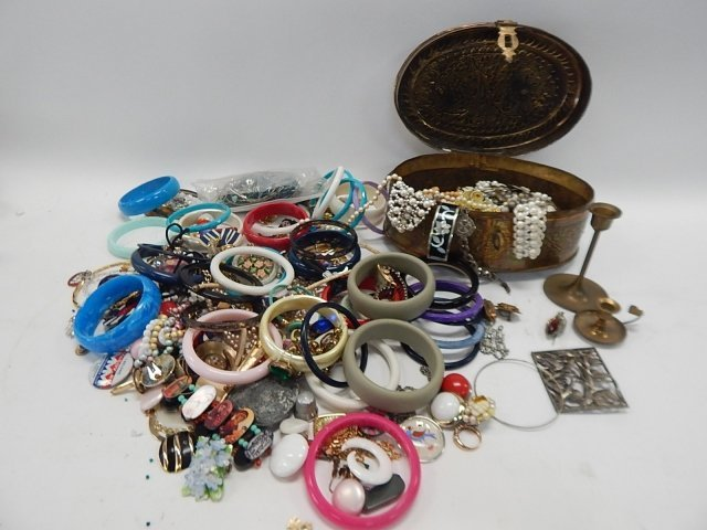 LARGE LOT OF JEWELRY