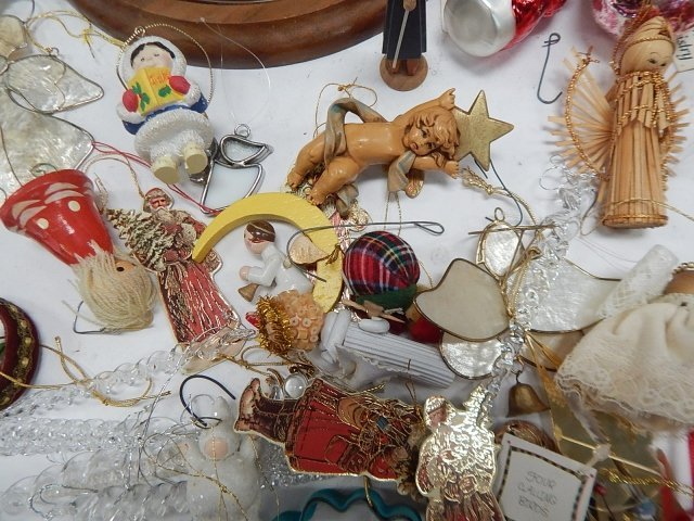 LARGE LOT OF CHRISTMAS DECORATIONS - 6