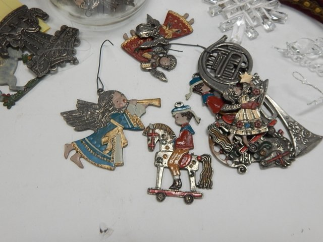 LARGE LOT OF CHRISTMAS DECORATIONS - 9