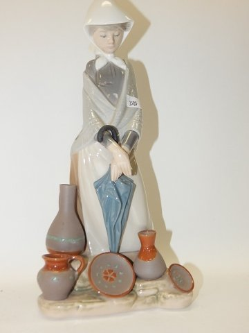 LLADRO, CERAMIC SELLER WOMAN