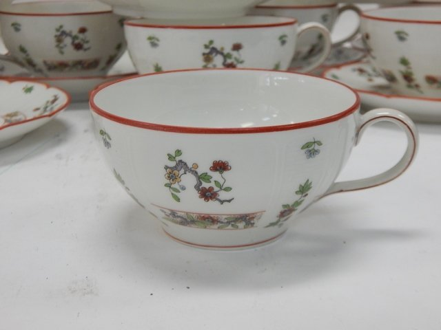 SET OF 10 LIMOGES TEA CUP & SAUCERS - 5