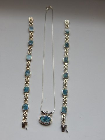 STERLING SILVER NECKLACE WITH TWO BRACELETS
