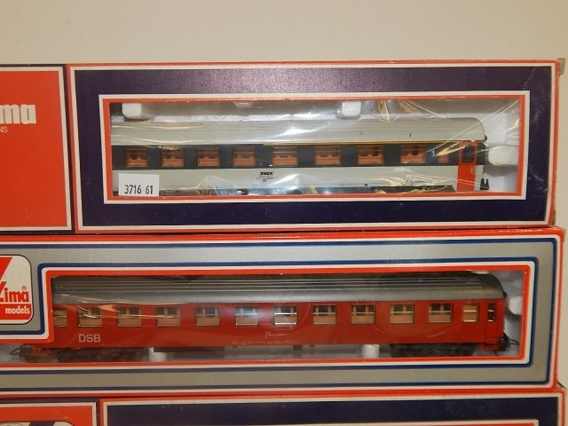 4 LIMA HO SCALE TRAIN CARS - 2