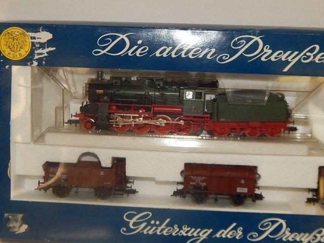 FLEISCHMANN HO TRAIN SET - 2
