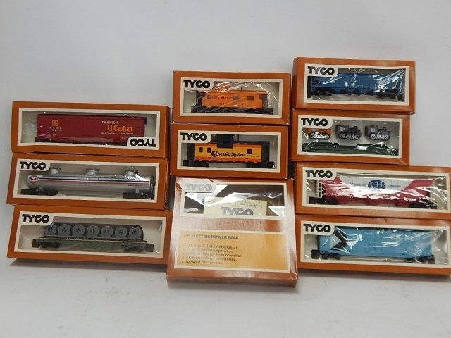 TYCO HO SCALE TRAIN CARS