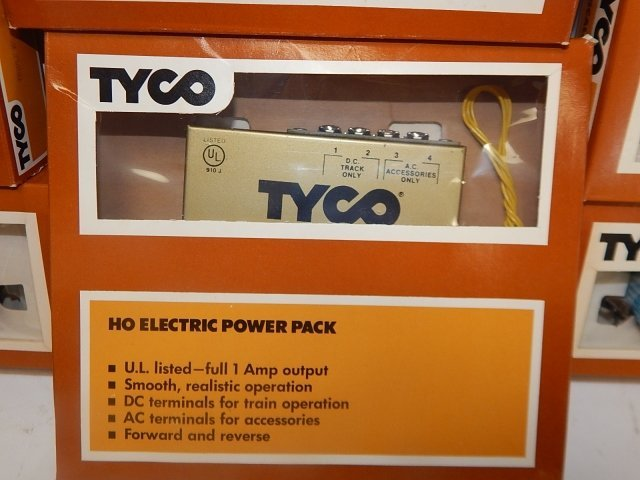 TYCO HO SCALE TRAIN CARS - 2