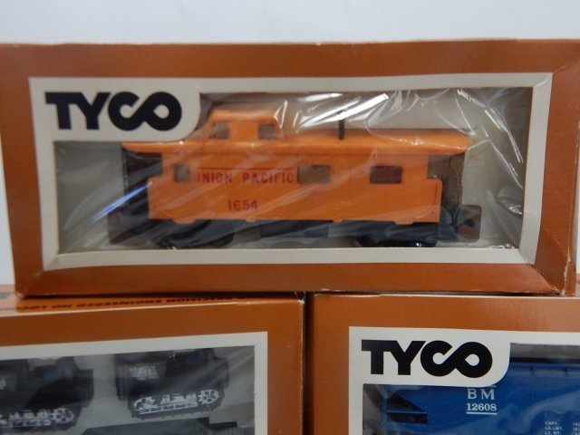 TYCO HO SCALE TRAIN CARS - 3
