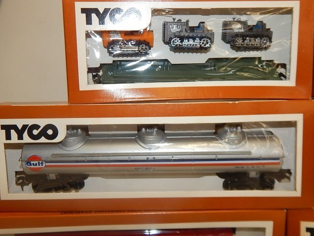 TYCO HO SCALE TRAIN CARS - 5
